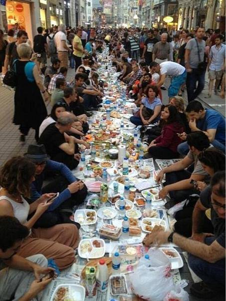 Le Repas Du Ramadan à Istanbul