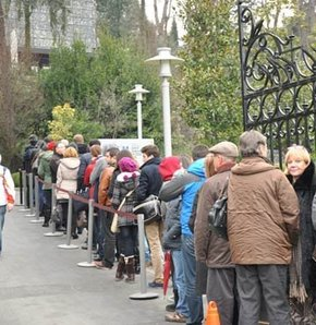 La queue aux guichets de la Basilique Sainte Sophie