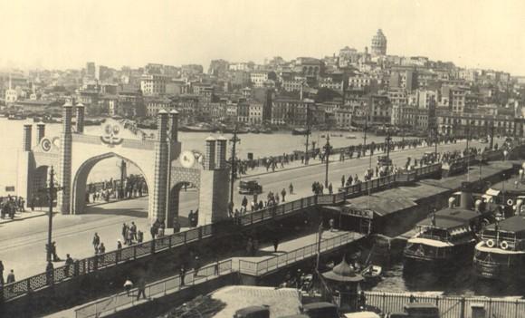 Pont de Galata dans le temps