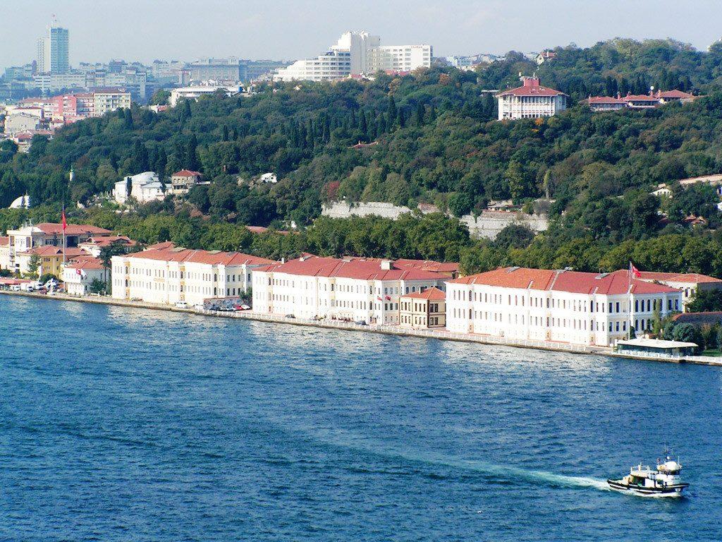L'Université De Galatasaray Le Bosphore, la promenade sur le Bosphore