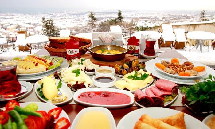 Petit déjeuner à Istanbul