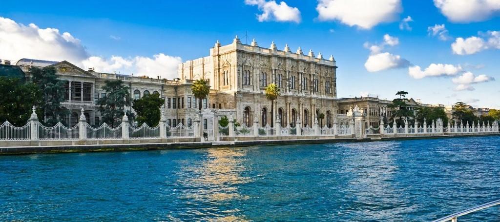 Le Palais De Dolmabahce Istanbul, la promenade sur le Bosphore