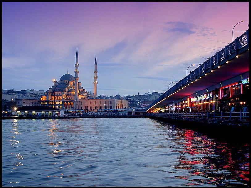 Vue sur la nouvelle mosquée du pont