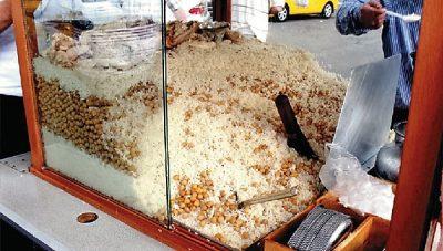 street-food-vendeur-de-riz-poids-chiche-istanbul